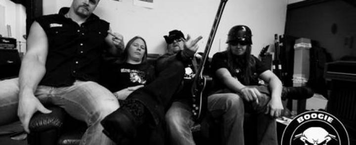 Suomimetallin konkarit vaihtoivat simppeliin mutta äkäiseen rockiin