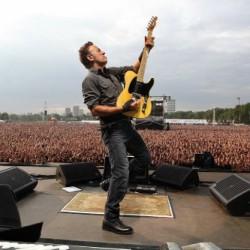 Bruce Springsteen sittenkin Suomeen