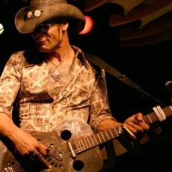 Slide-kitaran sankari Eric Sardinas saapuu Suomeen