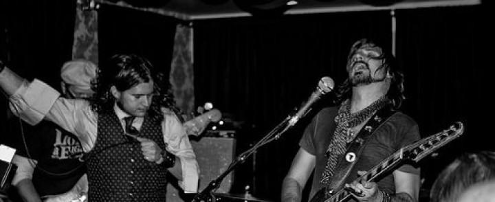Bluesahtavasti rokkaava Rival Sons kahdelle festarikeikalle Suomeen