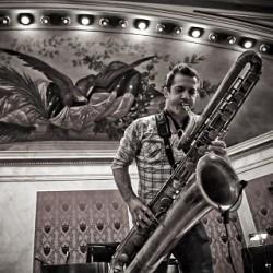 Multi-instrumentalisti Colin Stetson keikalle Kuudennelle linjalle