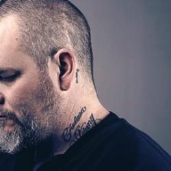 Neurosis-vokalisti Scott Kelly soolorundille Suomeen