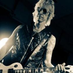 Ex-Guns n' Roses -basisti antaa vinkkejä kiertuelämästä selviämiseen