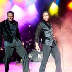Jackie, Jermaine, Marlon ja Tito palasivat yhteen, ensimmäinen kiertue ilman Michaelia tuo The Jacksonsit myös Suomeen