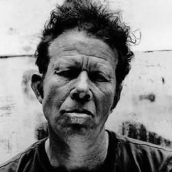 Anton Corbijnin valokuvakirja Tom Waitsistä vie lukijan 70-luvulle asti