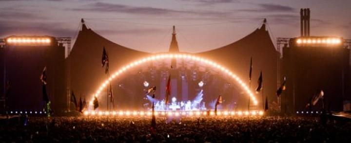 Roskilden ohjelma julki tähtinään mm. Kraftwerk, QOTSA ja Rihanna, mukana neljä suomalaistakin orkesteria