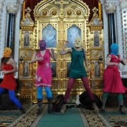 Pussy Riotin jäseniä Maailma kylässä -festivaalilla