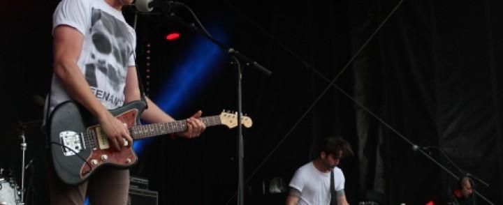 Rock the Beachissa Metz näytti miten rokataan, Rammstein esitteli tulenkäsittelyä