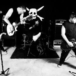 """Pop punk -bändi Teenage Bottlerocket heittää """"välipäiväkeikan"""" PRKL Clubilla ennen jäähallivetoa"""