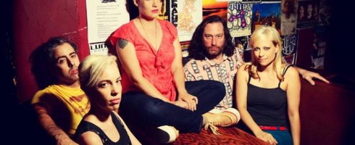 Kathleen Hannan uusi The Julie Ruin -yhtye saapuu ensivisiitille