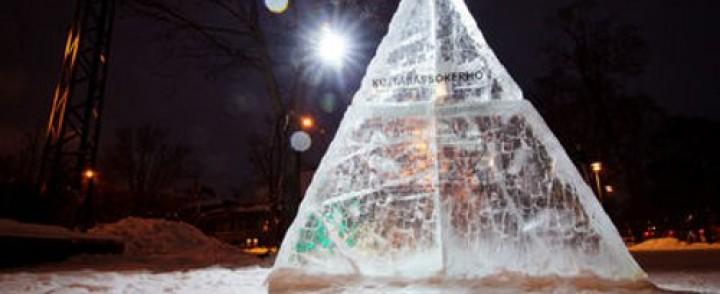 Valoa tuo jäätaidetta Tampereelle