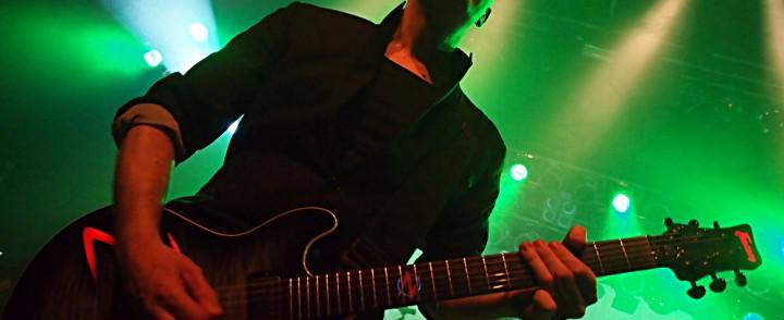 Raskasta elämäniloa – Devin Townsend Project valaisi Pakkahuoneen