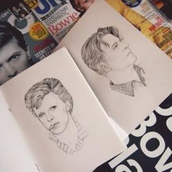 GIF: David Bowien hiukset viimeisen viidenkymmenen vuoden ajalta