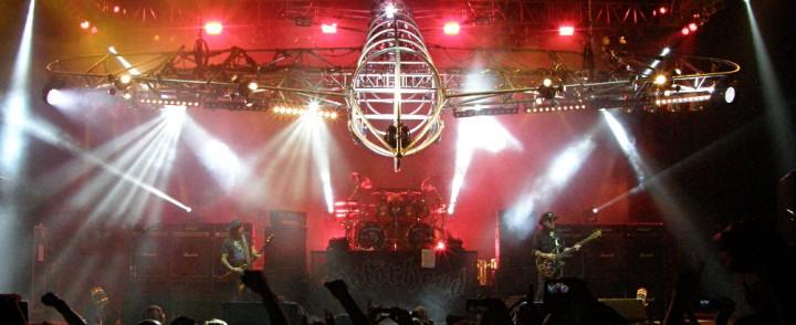 Väsynyt Lemmy ruokki nostalgiannälkäisiä Girlschoolin ja Saxonin tuella