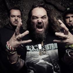 Cavaleran veljekset soittelevat Sepulturan Roots-levyn 20-vuotisjuhlan kunniaksi levyn läpi Hämeenlinnassa
