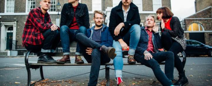 Folkpunk-bändi Skinny Lister saapuu Tavastialle