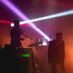 Kasarivaikutteinen synthwave-artisti The Midnight saapuu Tavastialle