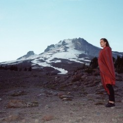 Indie/folk-artisti Laura Gibson ensi kertaa Suomeen