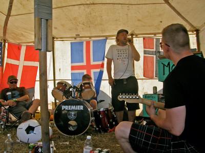 Roskildessa on täysin normaalia, että leiristä löytyy kokonainen bändisetti.